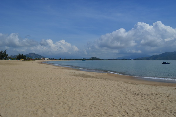 пляж у Long Thuan Resort 3*